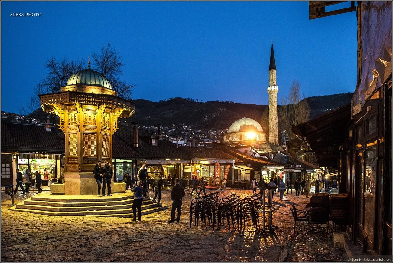 Площадь известна еще с незапамятных времен, как рыночная. Вокруг много разных лавочек и заведений, где можно перекусить. В гостеприимстве местным не откажешь. Туризм, видимо, приносит городу весомый доход...  , Второе очарование Сараево