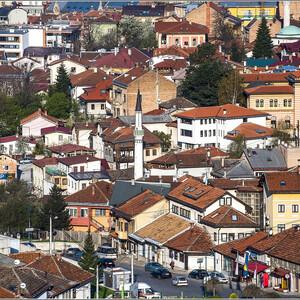 Я чередую вечерние и утренние фотографии города, чтобы он предстал в своих различных обличьях и ракурсах. Обратите внимание на игру красок и форм в крышах домов...