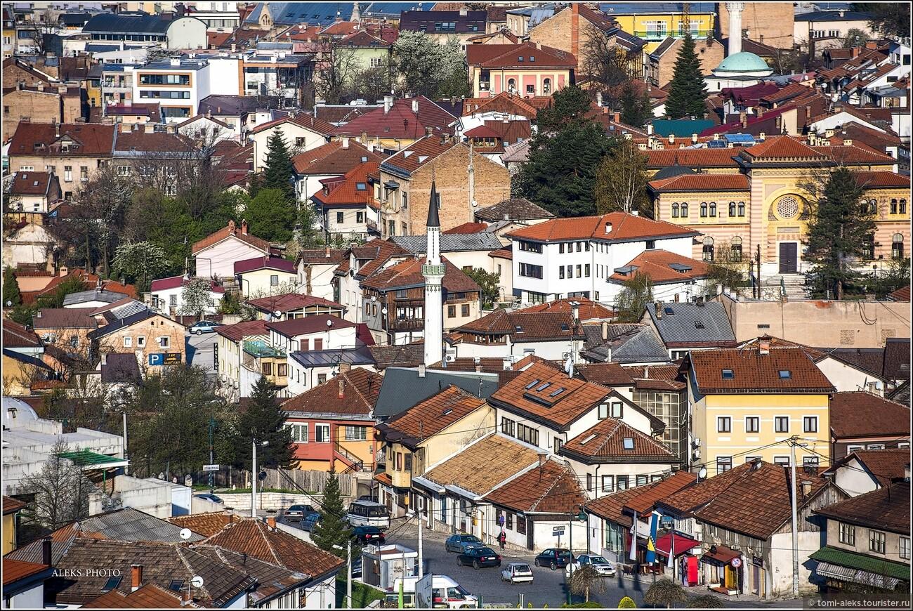 Я чередую вечерние и утренние фотографии города, чтобы он предстал в своих различных обличьях и ракурсах. Обратите внимание на игру красок и форм в крышах домов..., Второе очарование Сараево