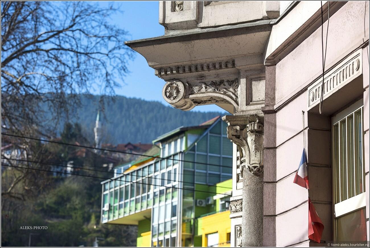 Я специально пока не показываю местные кладбища - их просто невозможно не видеть в городе. Все они расположены на склонах холмов и состоят из сотен одинаковых мраморных столбиков, под которыми покоятся тела совсем молодых людей... Но не будем о плохом - мы ведь просто туристы... И хотим сохранить в памяти приятный образ города..., Второе очарование Сараево