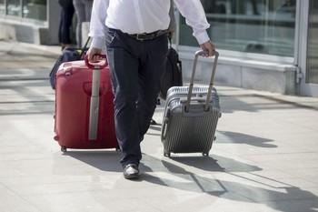 Половина россиян путешествуют только с ручной кладью, чтобы сэкономить