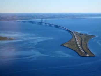Дания перекрыла границы, закрыла мосты и остановила паромы