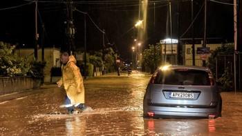 В Греции три человека пропали без вести во время урагана Ксенофон