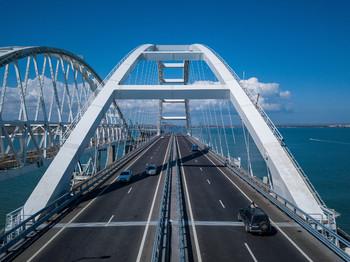 Крымский мост открылся для движения грузовых автомобилей