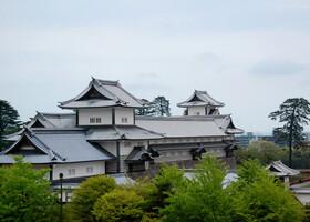 Две главные башни замка