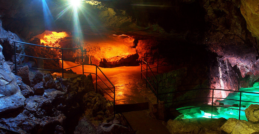 Красная пещера в Крыму