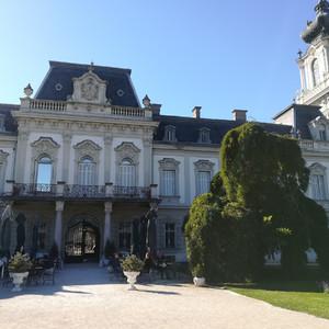 Дворец Фештетичей в венгерском Кестхее