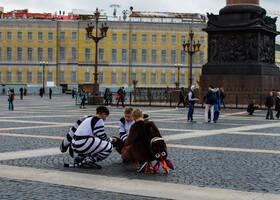 Будни Невского проспекта и Дворцовой площади