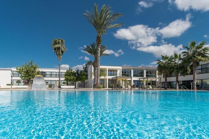 Великолепный отель для спокойного отдыха на Кипре