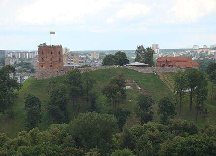1024px-Vilnius_old_town_8.JPG