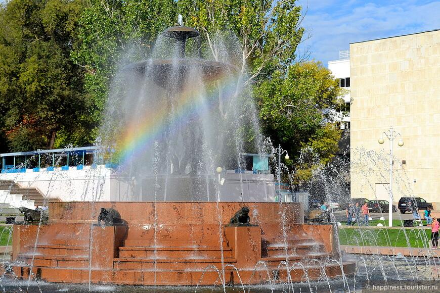 Радуга в струях фонтана!