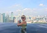 Сингапур. Марина  Бей Сэнд, бассейн на 57 этаже с видом на город