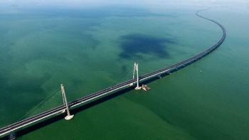 Китай запустил движение по самому длинному морскому мосту в мире
