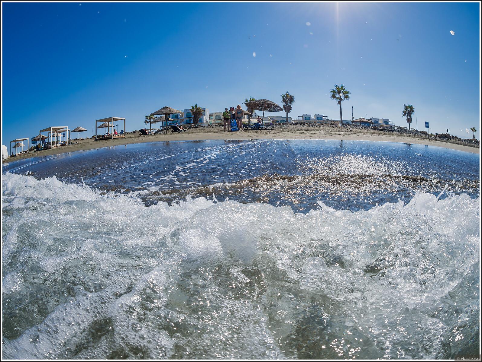 Наш пляж. Во время этого фото фотоаппарат немного затонул)), Кипроведение для мам