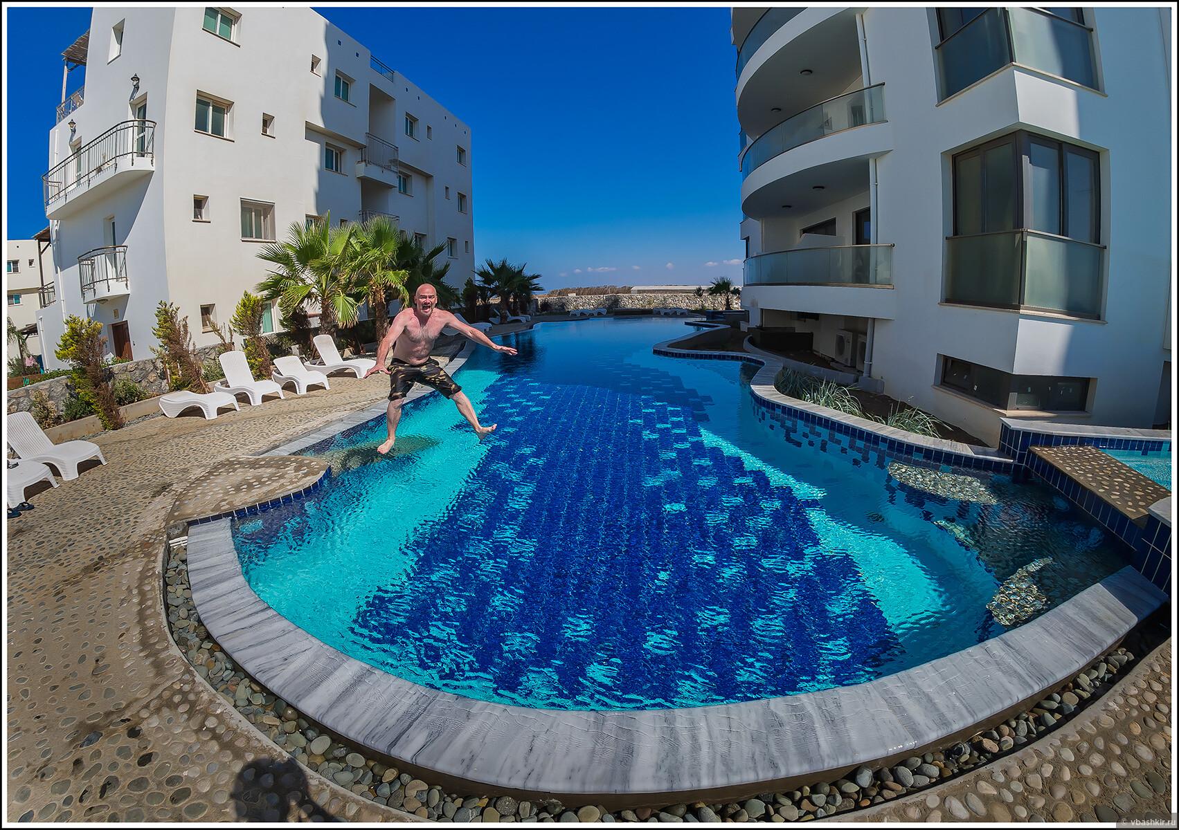 Бассейн рядом с домом., Кипроведение для мам