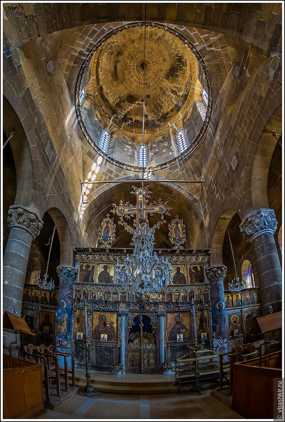 Церковь Айя Мамас. Гюзельюрт (Морфу).  Резной деревянный иконостас XVI века.