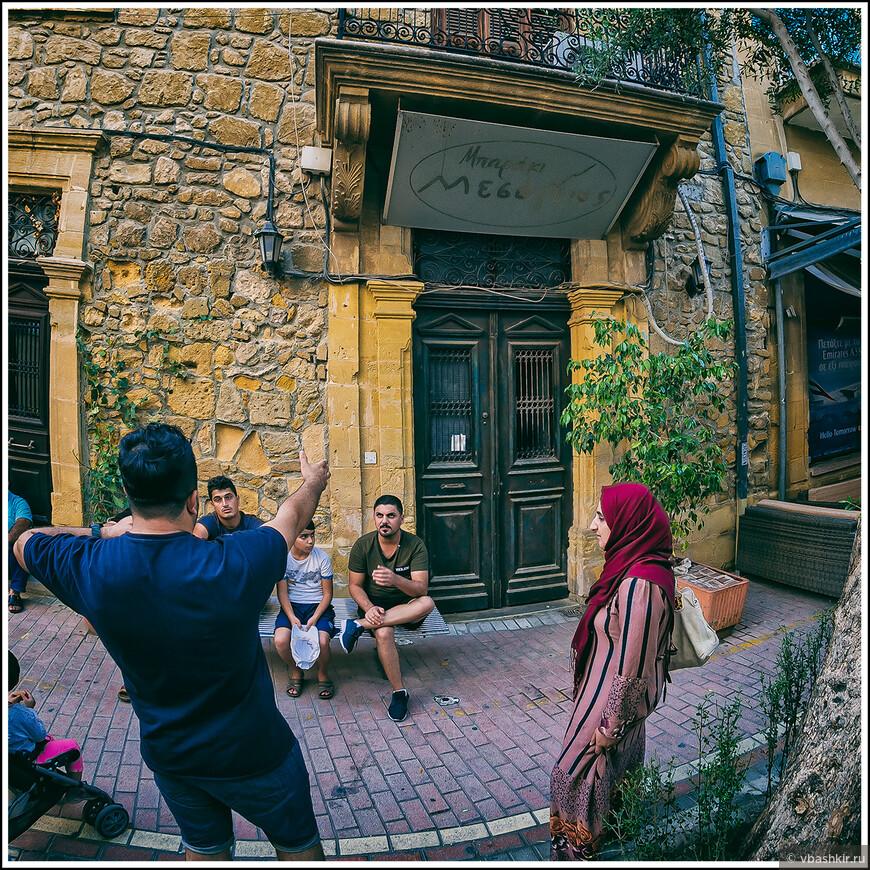 Никосия стрит-фото. Южная. Уличный диалог.