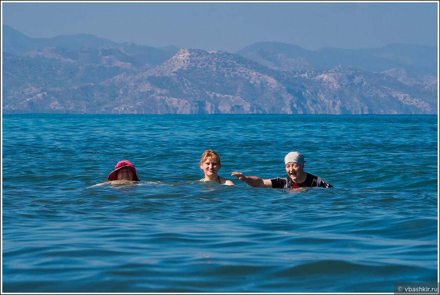 Мамы с Аней в море.