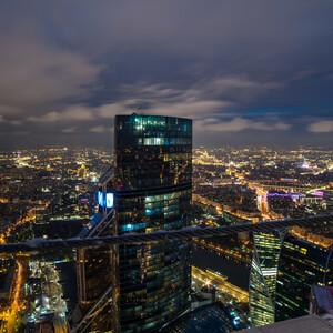 """Наша прогулка набирала не только обороты, но и метры над Москвой. Смотровая башни """"Око"""" (354 метра)."""