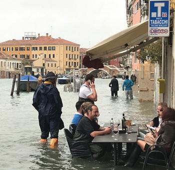 Территория Венеции на 75% ушла под воду