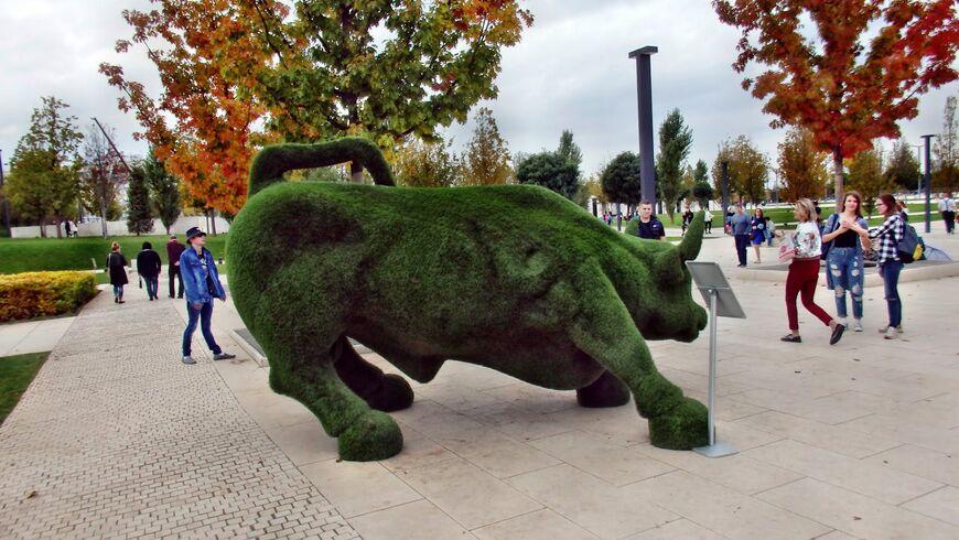 Фото с быком в парке галицкого