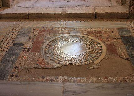 Фрагмент мозаики в церкви