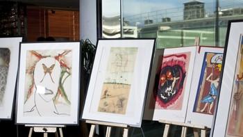 В Екатеринбурге на выставке Сальвадора Дали посетительница повредила картину во время селфи