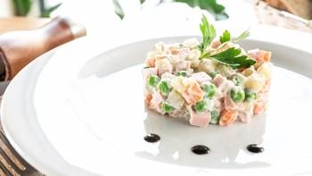Россияне назвали салат «Оливье» объединяющим символом страны
