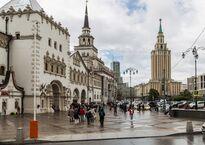 Moscow,_Kazansky_Rail_Terminal_and_Leningradskaya_Hotel_(27475772844).jpg