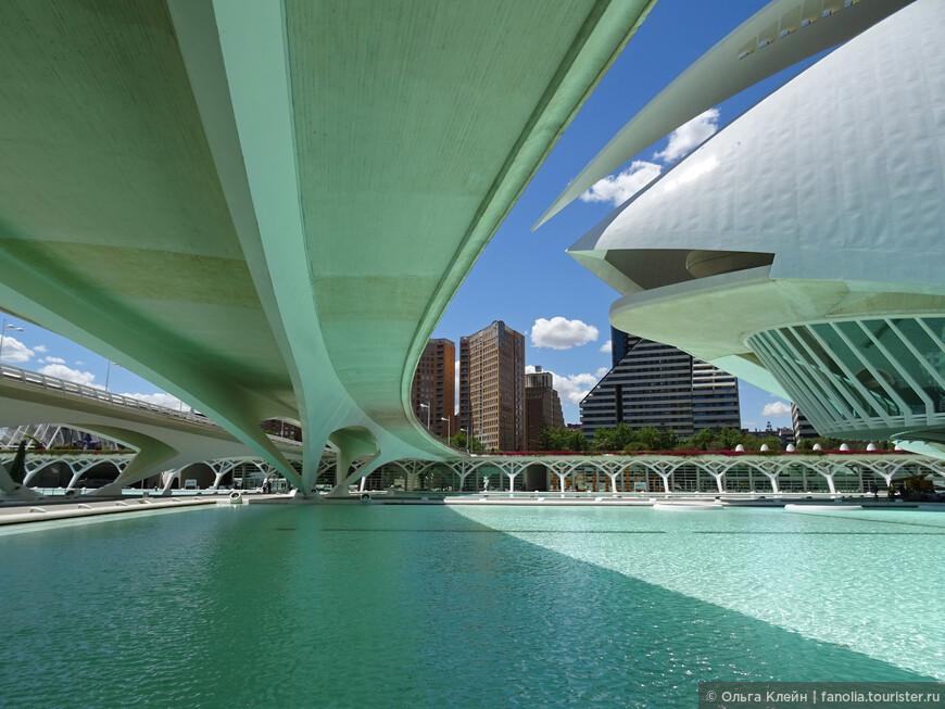 Вид из-под моста Pont de Montolivet