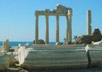 Türkei_Side_Selimiye_Apollo_Tempel_-_panoramio.jpg