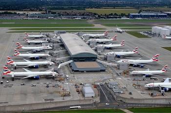 В аэропорту Лондона произошел сбой в работе из-за проблем с освещением ВПП