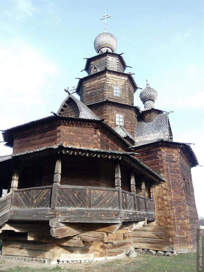 Суздаль. В музее деревянного зодчества. Собор построенный без единого гвоздя