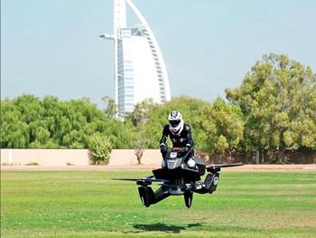 Полиция Дубая осваивает летающие мотоциклы от российского инженера