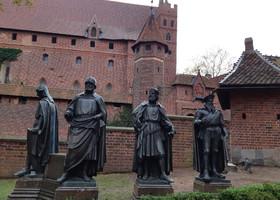Рыцарский замок Мальборк в Польше