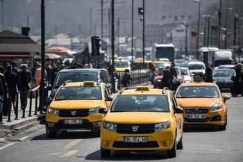 В Стамбуле таксиста арестовали за приставания и обман туристки