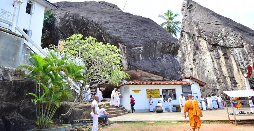 Храм Алувихара