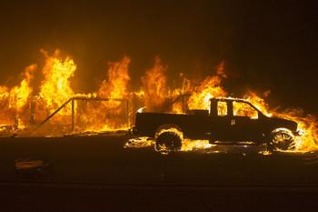 В Калифорнии число жертв пожаров возросло до 63 человек