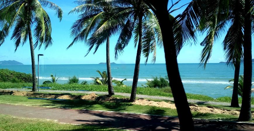Пляж Санья Бэй (Sanya Bay)