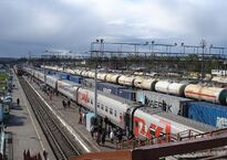 1200px-Agryz_town,_Republic_of_Tatarstan,_Russia._Train_station._Main_view_at_the_area.jpg