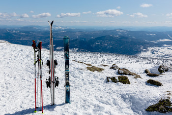 К горнолыжному курорту Шерегеш запустили туристический электропоезд