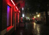 Warmo_to_oude_kerk_red_light.jpg