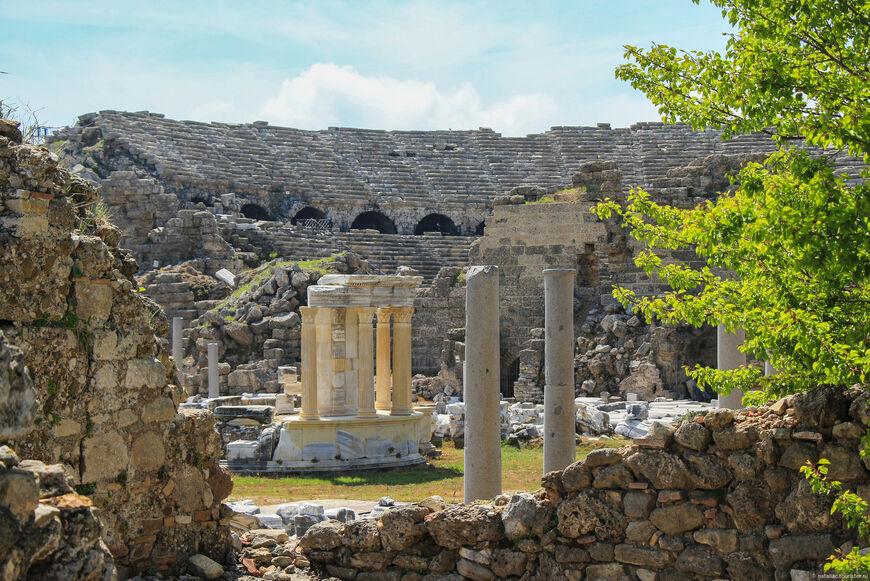 Агора и амфитеатр
