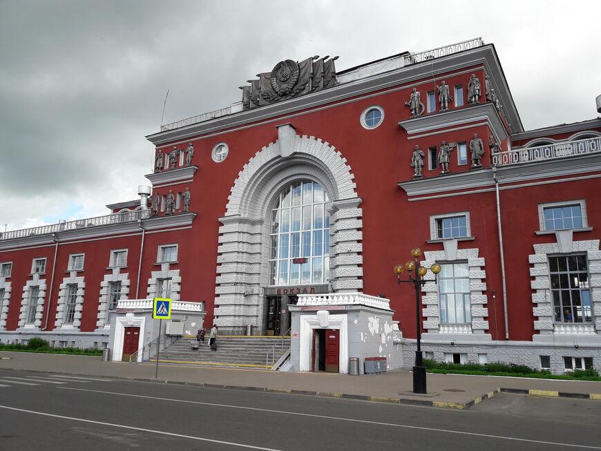 именно таким панорамное фото курского вокзала через призму