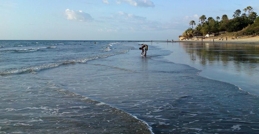 Пляж Фаджара (Fajara Beach)