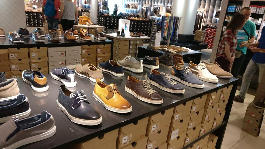978d934c6 В магазине Bata представлена преимущественно повседневная обувь для всех  сезонов и возрастов: туфли, ботинки, босоножки, кроссовки и т. д.