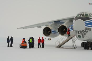 Заболевшего китайского туриста эвакуировали из Антарктиды российским самолётом