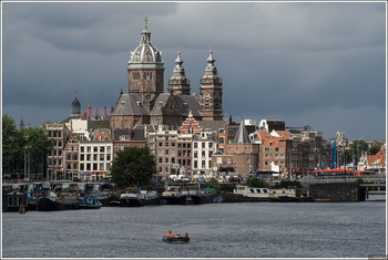 В Амстердаме дома оборудуют экологическими крышами