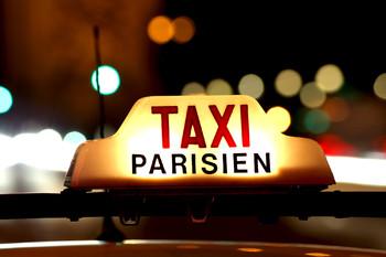 Парижский таксист получил тюремный срок за вымогательство у туристов