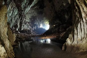 Пещера в Таиланде, из которой спасли детей, стала туристическим объектом